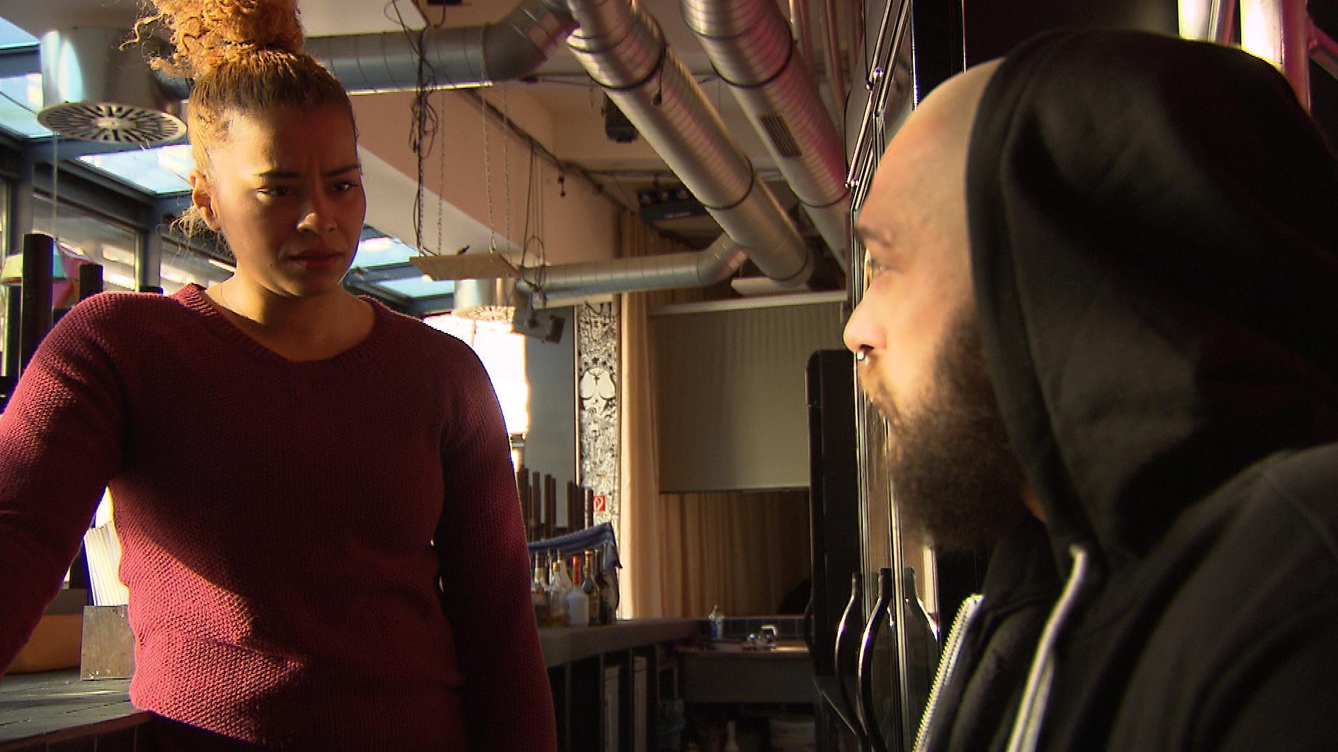 Sam leidet sehr unter dem Streit mit Bruno. Sie fasst sich ein Herz, geht auf ihn zu und schafft es, einen Waffenstillstand zu erzielen. (Quelle: RTL 2)