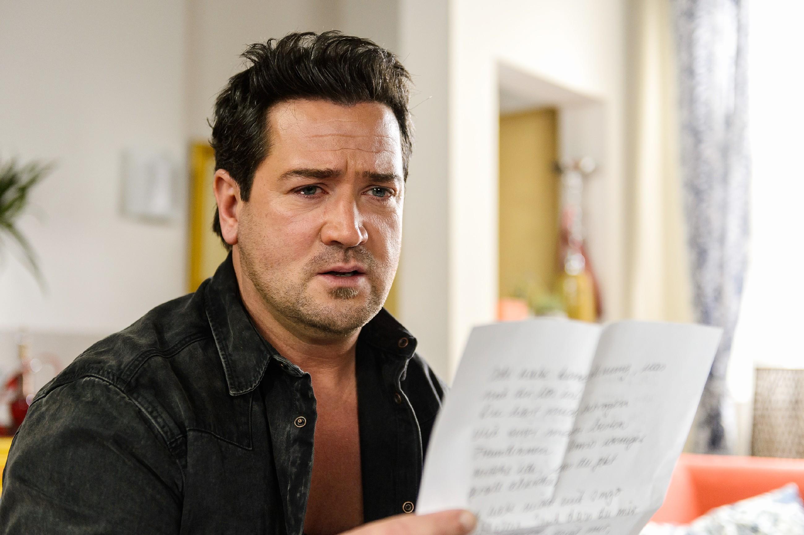 Marian (Sam Eisenstein) wird von Lena durch einen Abschiedsbrief vor vollendete Tatsachen gestellt... (Quelle: RTL / Willi Weber)