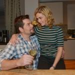 Leon (Daniel Fehlow) und Sophie (Lea Marlen Woitack) freuen sich über Vince' Erfolg. (Quelle: RTL / Rolf Baumgartner)