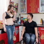 """Traumsequenz / Vision: Paco (Milos Vukovic) muss trotz des """"Berühr-Verbots"""" ständig an Sex mit Elli (Nora Koppen) denken. (Quelle: RTL / Stefan Behrens)"""