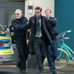 Christoph (Lars Korten, M.) wird festgenommen und von den Polizisten (Komparsen) abgeführt. (Quelle: RTL / Kai Schulz)