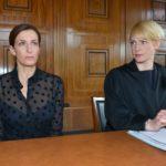 Katrin (Ulrike Frank, l.) und ihre Anwältin Yvonne Dittmar (Aline Staskowiak) müssen erkennen, dass sich der Prozess zu ihren Ungunsten entwickelt. (Quelle: RTL / Rolf Baumgartner)