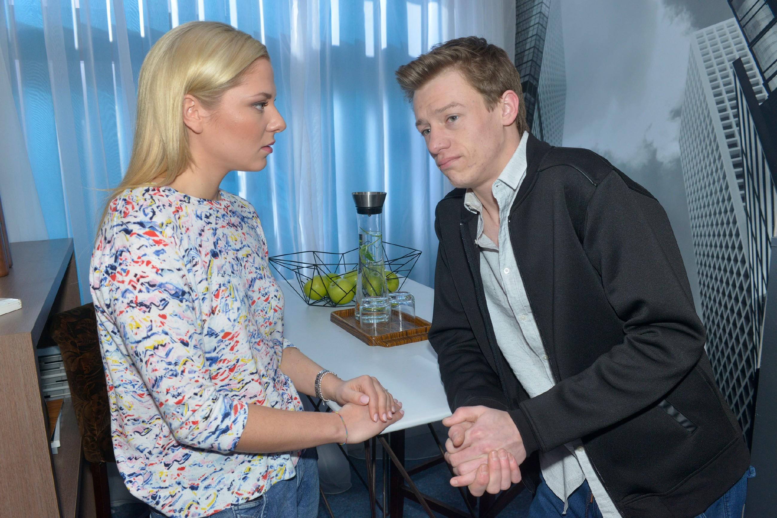 Als Sunny (Valentina Pahde) aufgebracht wissen will, wo Vince (Vincent Krüger) die ganze Nacht war, belügt Vince sie dreist und handelt sich damit gleich ein neues Problem ein...