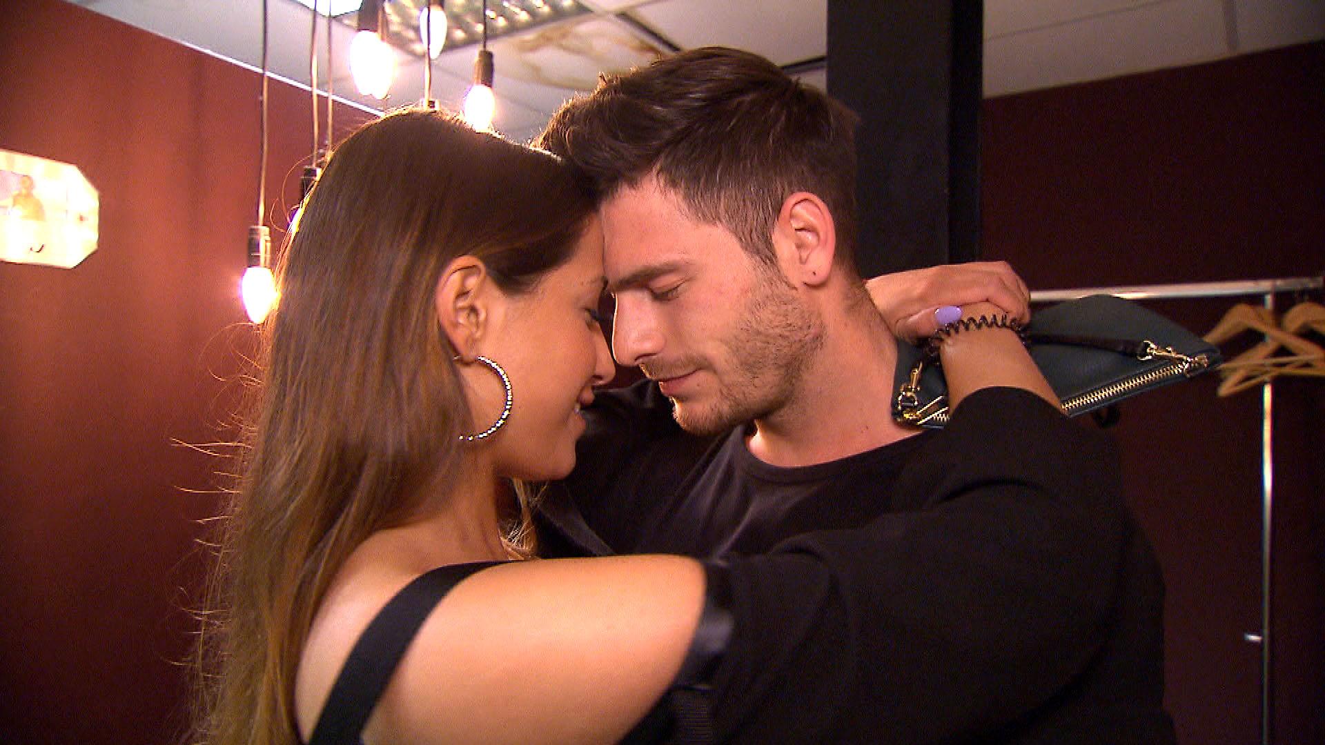 Alessia,li. könnte etwas Zuspruch von Daniel,re. gut gebrauchen. (Quelle: RTL 2)