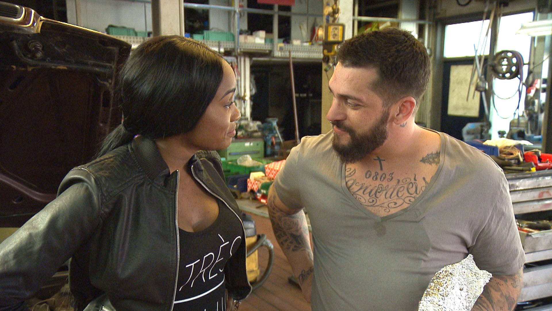 Michelle,li. zieht ihren Plan, Bruno,re. die kalte Schulter zu zeigen, knallhart durch. (Quelle: RTL 2)