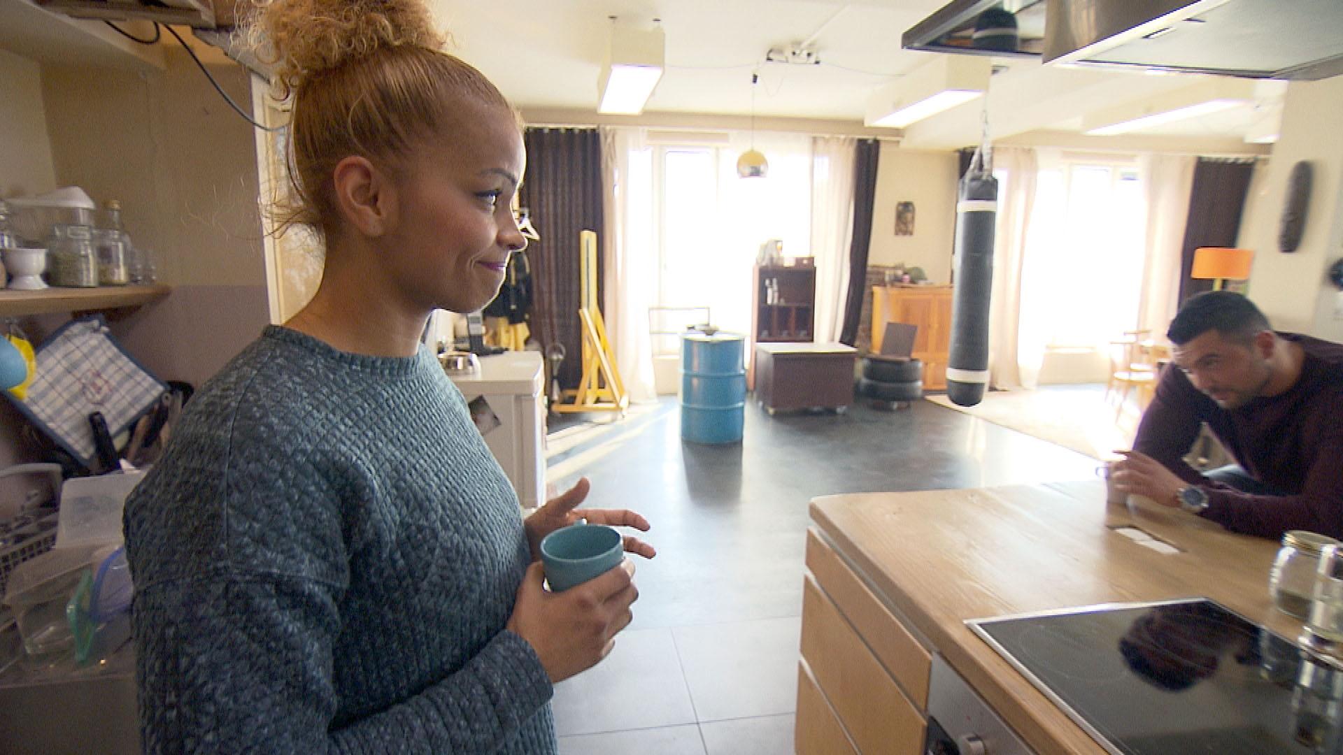 Sam,li. ist genervt, dass sie heute mit Manu,re. eine Party planen muss. (Quelle: RTL 2)