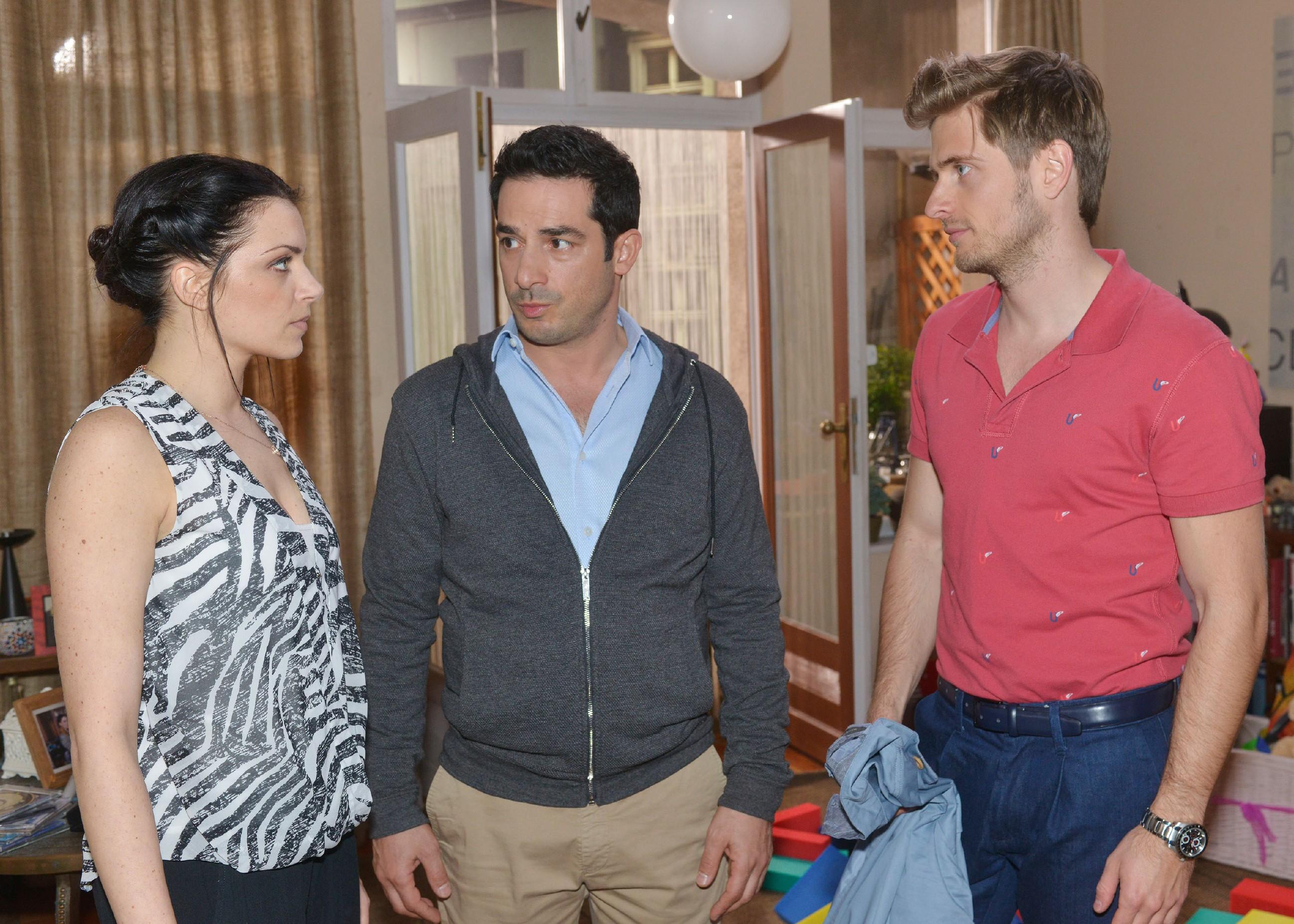Nachdem Emily (Anne Menden) Tayfun (Tayfun Baydar) das Gefühl gegeben hat, dass er ein schlechter Vater ist, überrascht dieser Emily und Philip (Jörn Schlönvoigt) mit seinem Entschluss... (Quelle: RTL / Rolf Baumgartner)