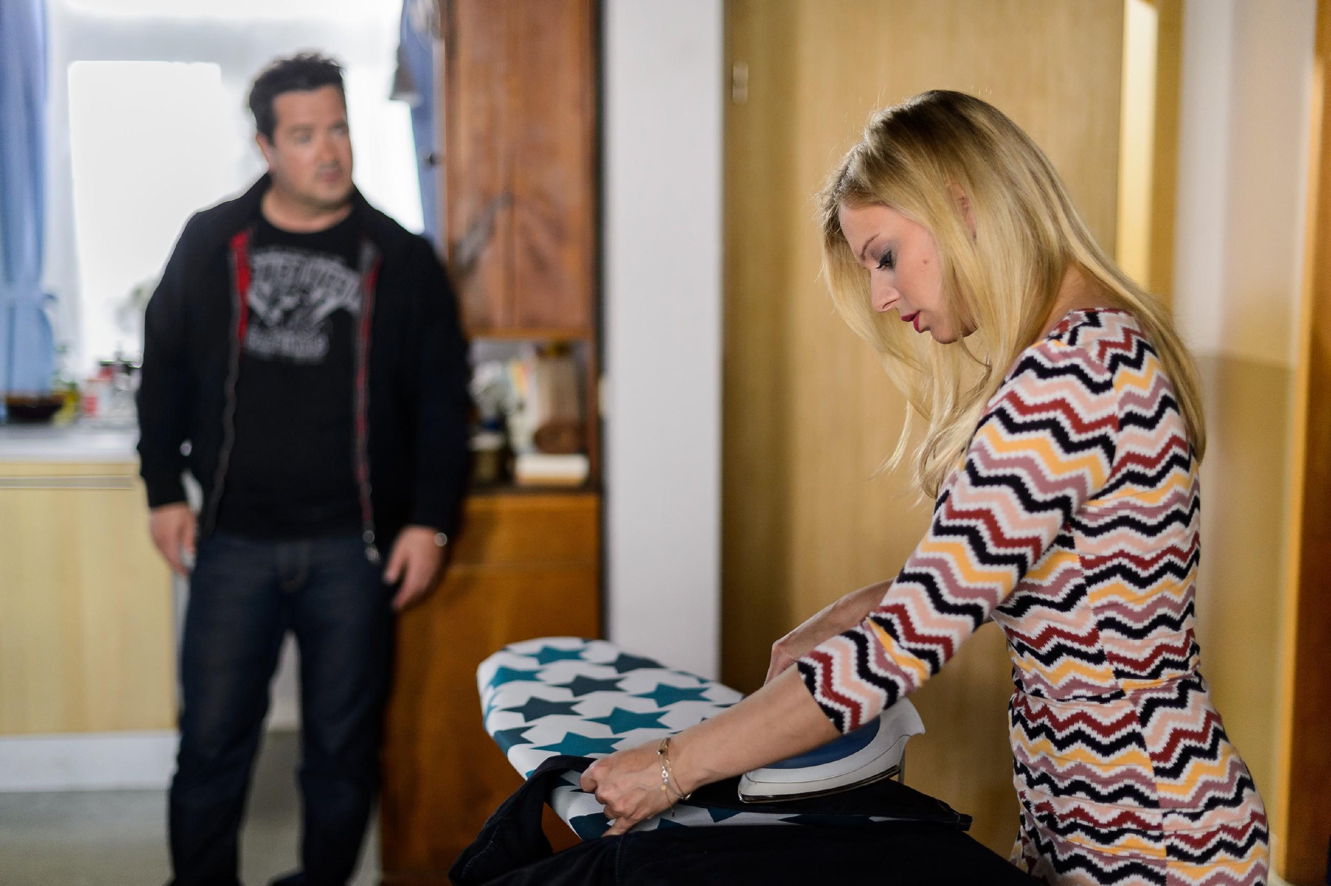 Marian (Sam Eisenstein) und Lena (Juliette Greco) verabreden sich, um ihr verpatztes Date nachzuholen. (Quelle: RTL / Willi Weber)