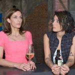 Katrin (Ulrike Frank, l.) und Anni (Linda Marlen Runge) machen sich Sorgen um Maren, die ihrem anstehenden Prozess nervös entgegensieht. (Quelle: RTL / Rolf Baumgartner)