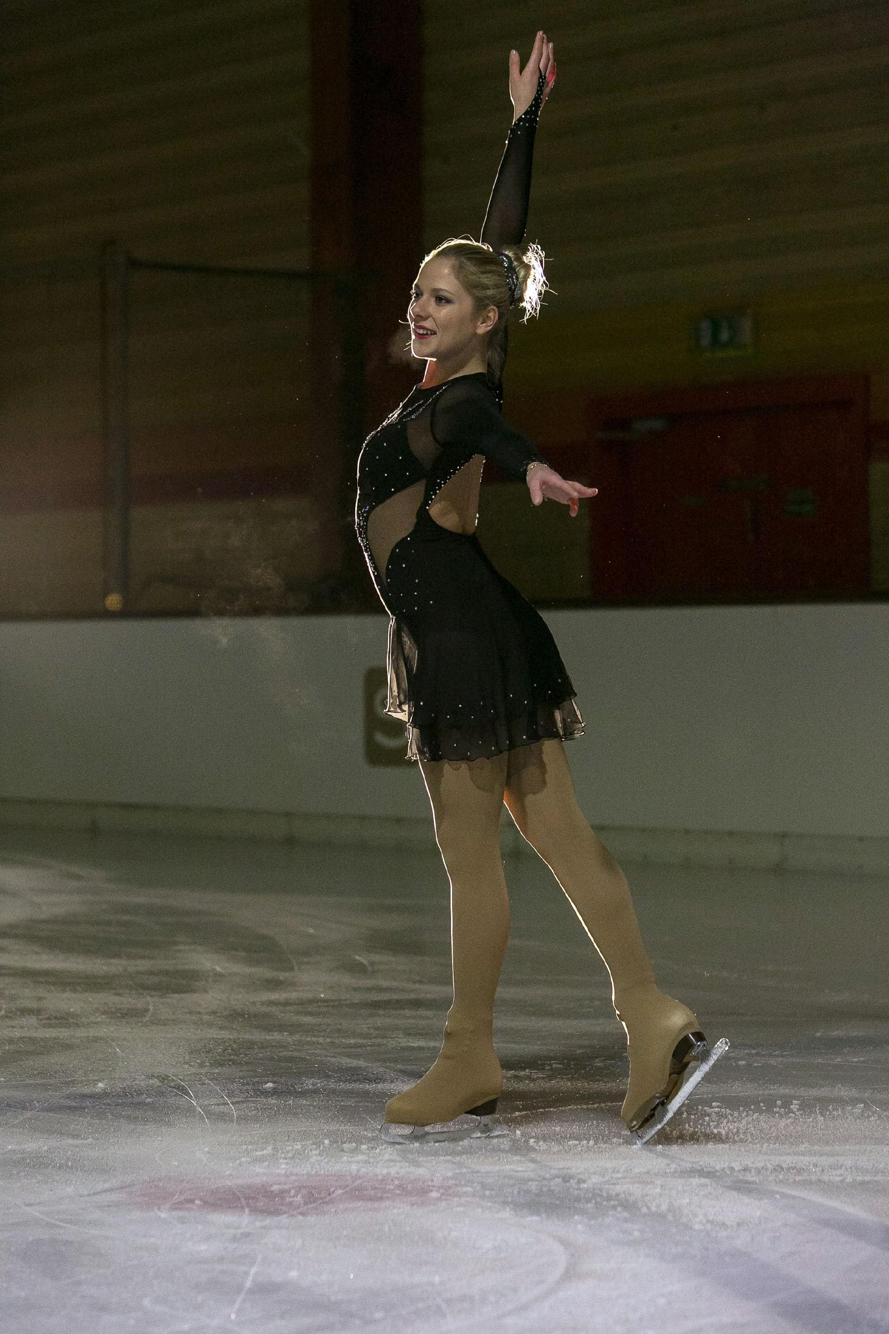 Marie (Cheyenne Pahde) geht aufs Eis und versucht ihre Chance zu nutzen, in den EM Kader aufgenommen zu werden. (Quelle: RTL / Kai Schulz)