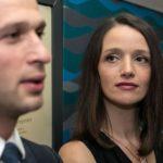 Jenny (Kaja Schmidt-Tychsen) glaubt verletzt, dass Deniz (Igor Dolgatschew) es kaum erwarten kann, sie nach dem Ende ihrer Zusammenarbeit endlich loszuwerden... (Quelle: RTL / Kai Schulz)