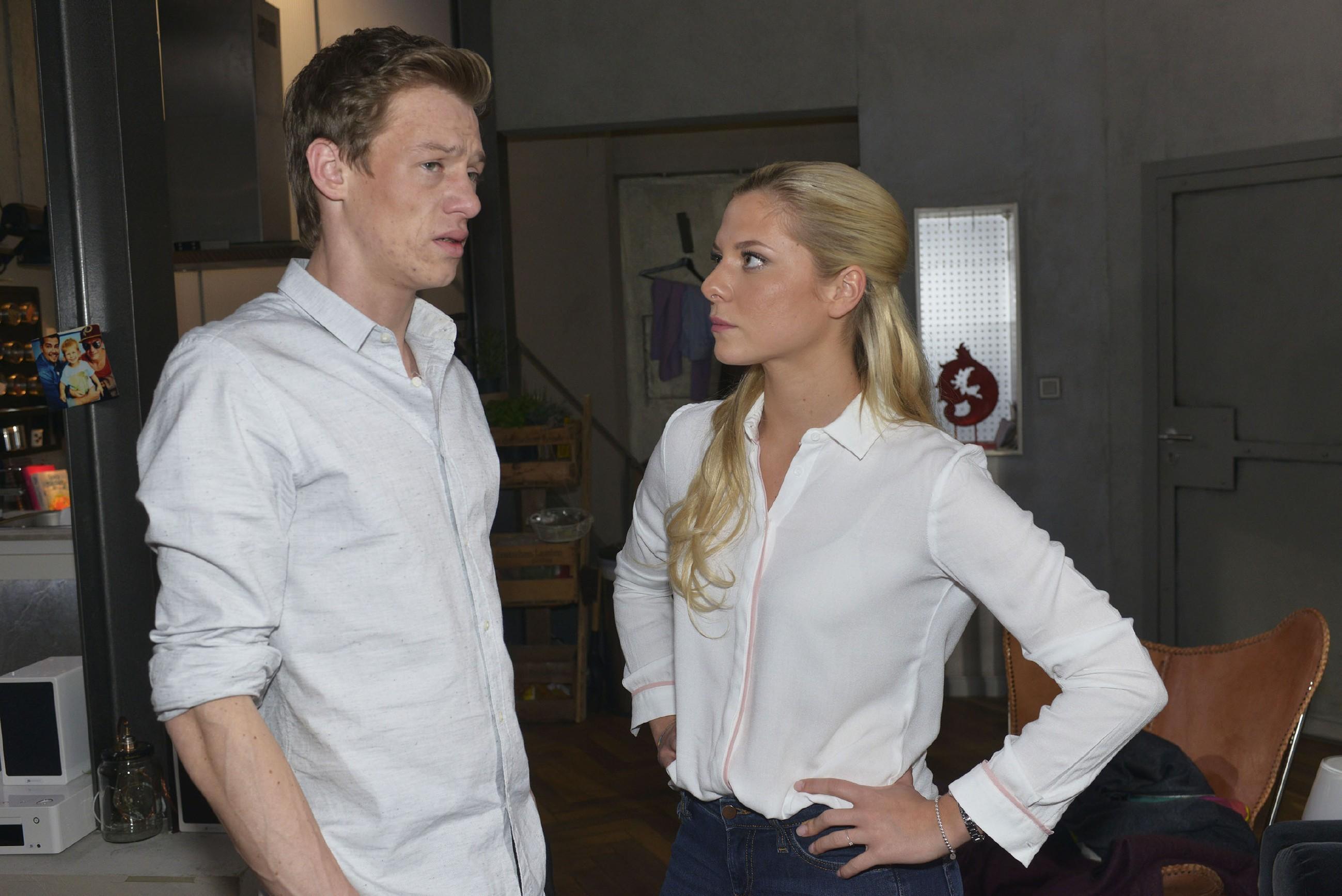 Vince (Vincent Krüger) ist geschockt, als Sunny (Valentina Pahde) die bevorstehene Hochzeit in Frage stellt.