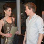 Vince (Vincent Krüger) kann mit seiner Arbeit bei Sara Julia Moss (Claudia Gaebel) punkten.