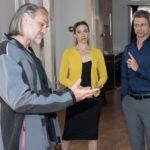 Benedikt (Jens Hajek, r.) hat zwar Andrea (Kristin Meyer) erweicht, gerät jedoch erneut unter Druck, als Robert (Luca Maric) Einblick in die Bücher von Huber-Bau verlangt. (Quelle: RTL / Stefan Behrens)