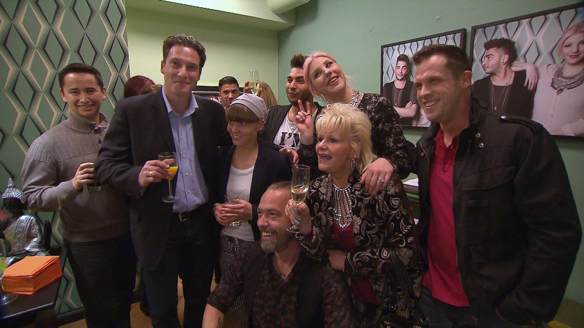 4Gäste, Wagner, Natascha, Theo, Rick, Paula, Inge, Basti. (Quelle: RTL 2)