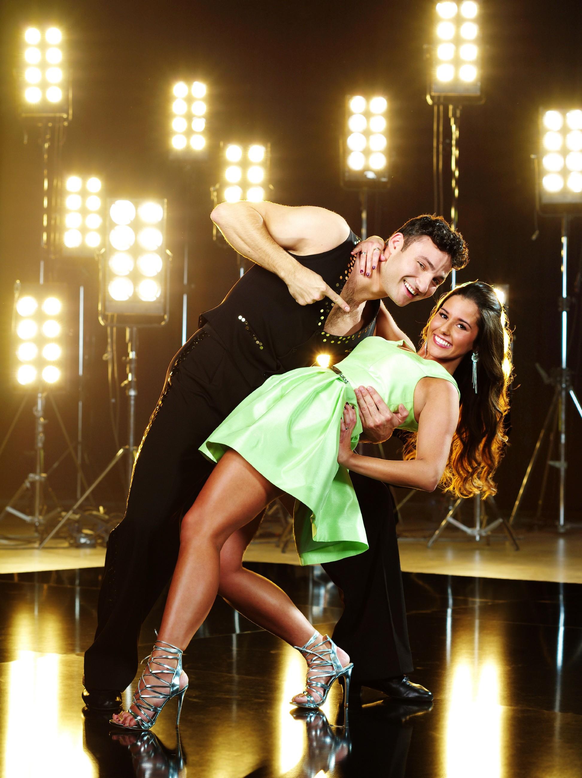 Sängerin Sarah Lombardi (23) tanzt mit Profitänzer Robert Beitsch (24) Verwendung der Bilder für Online-Medien ausschließlich mit folgender Verlinkung:'Alle Infos zu 'Let's Dance' im Special bei RTL.de: http://www.rtl.de/cms/sendungen/lets-dance.html