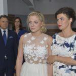 Gerner (Wolfgang Bahro), Katrin (Ulrike Frank, 2.v.l.) und Vanessa (Anne Brendler, r.) sind voller Mitgefühl für die tief enttäuschte Sunny (Valentina Pahde), für die die Hochzeit mit Vince nach dessen Seitensprung kein Thema mehr ist.