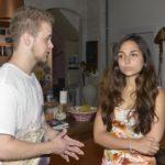Jonas (Felix van Deventer) bekommt die ersehnte Chance, sich mit Selma (Rona Özkan) auszusprechen... (Quelle: RTL / Rolf Baumgartner)