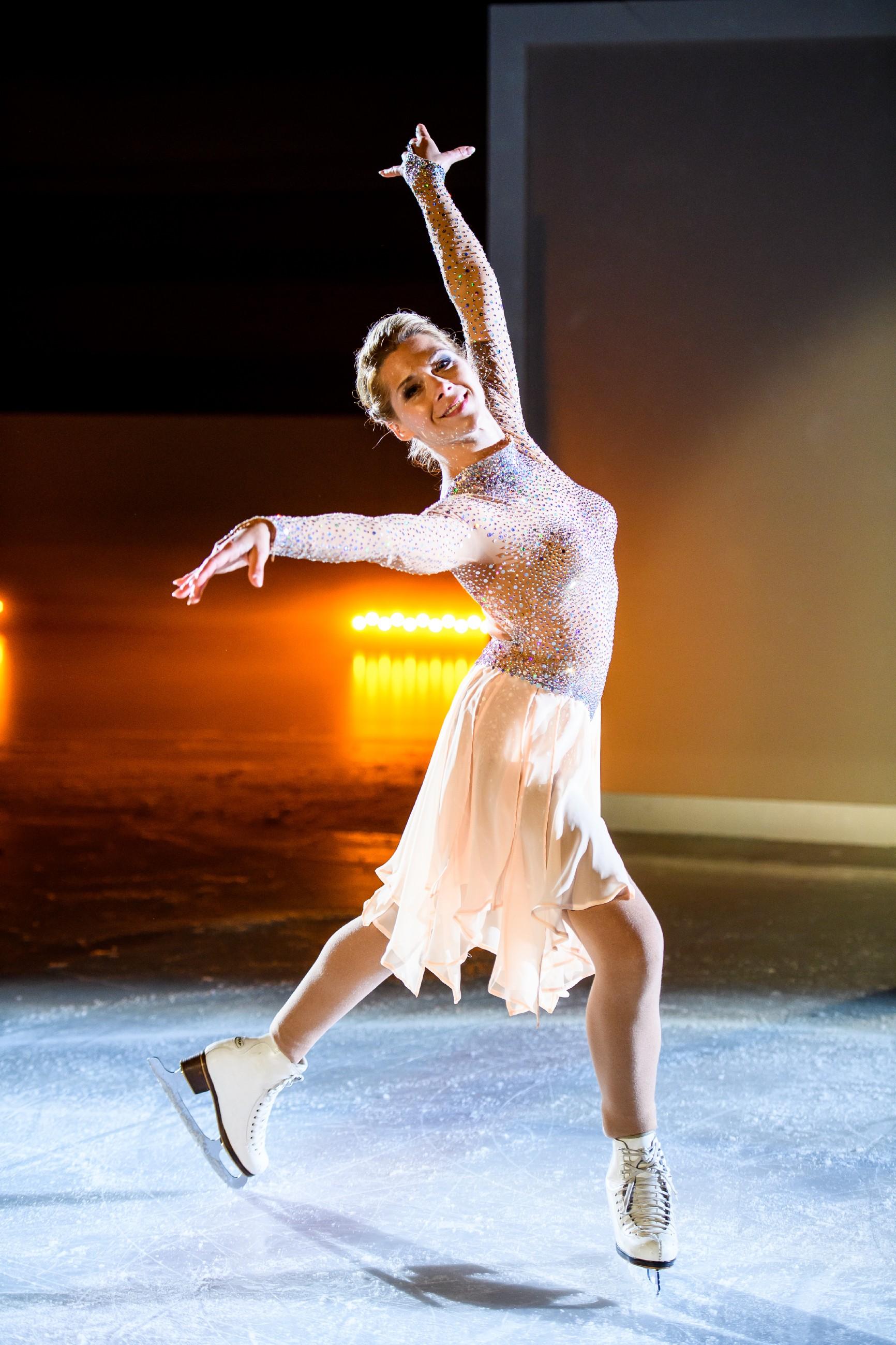 Bei der Eis-Gala läuft Diana (Tanja Szewczenko) strahlend ihre jeden verzaubernde Kür...