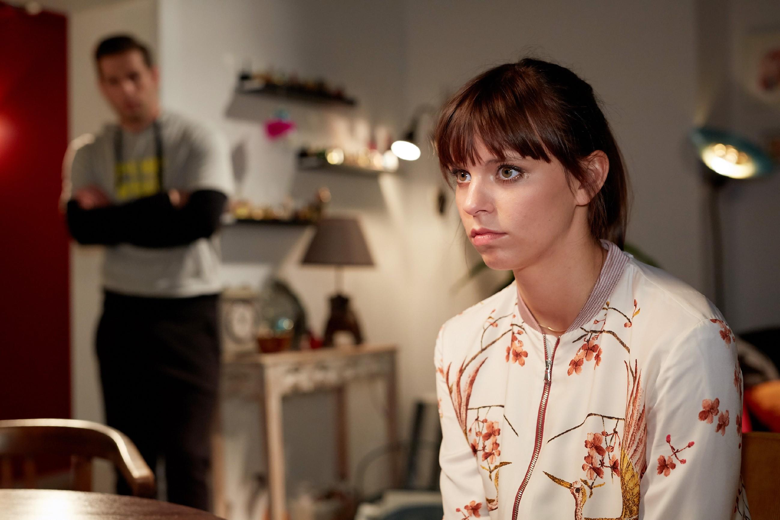 Nachdem Deniz (Igor Dolgatschew) Michelle (Franziska Benz) aus einer unangehmenen Situation geholfen hat und sich danach um sie kümmert, beginnt Michelle Deniz mit anderen Augen zu sehen... (Quelle: RTL / Guido Engels)