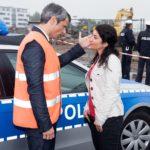 Benedikt (Jens Hajek) erfährt entsetzt, dass die Polizei auf Anweisung von Kommissarin Özer (Sermin Kayik) auf seiner Baustelle nach Fionas Leiche sucht. (Quelle: Foto: RTL / Stefan Behrens)