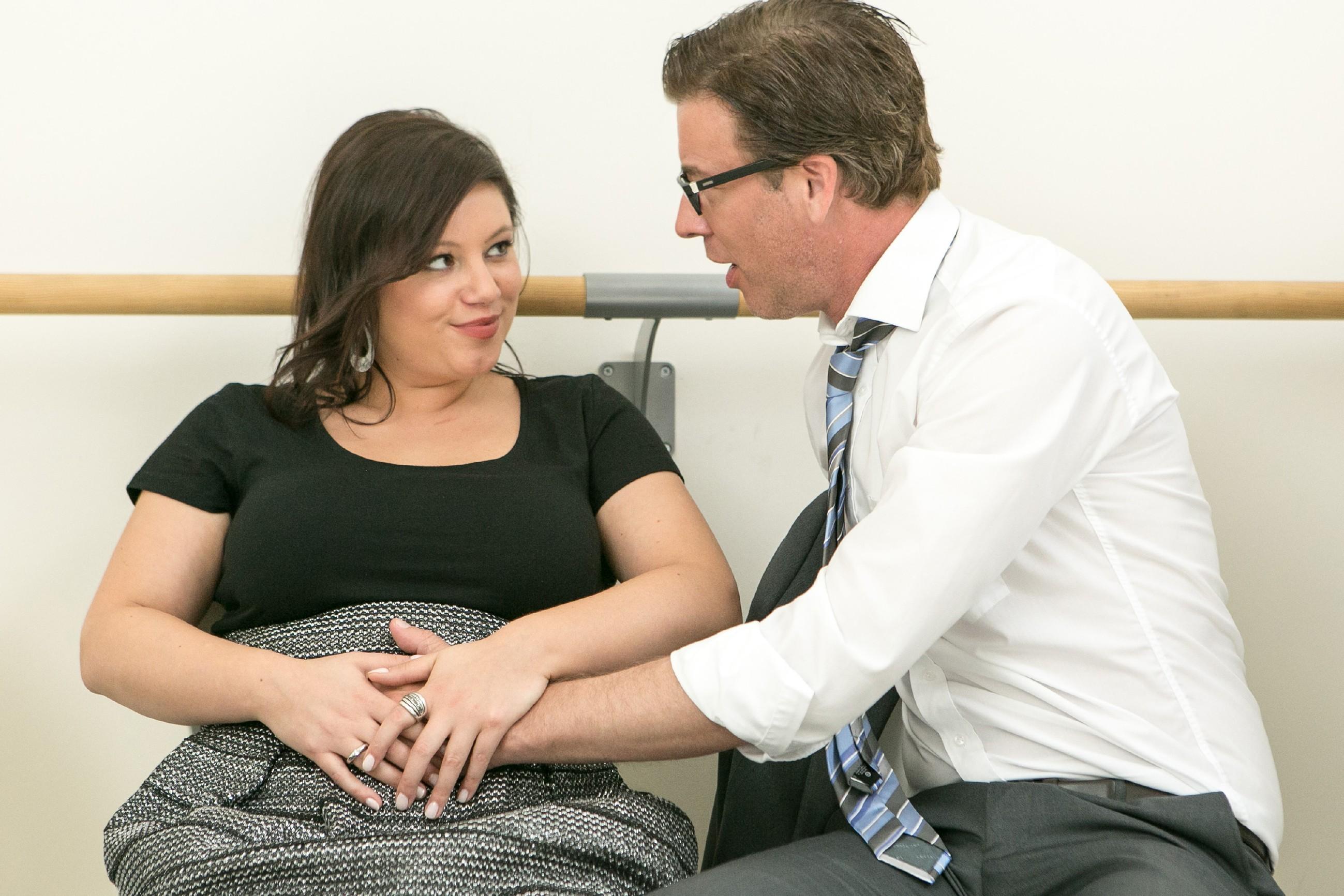 Vanessa (Julia Augustin) glaubt im Gegensatz zu Christoph (Lars Korten) fest daran, dass ihr Kind die Schwangerschaft überstehen und mit dem Herzfehler leben können wird.