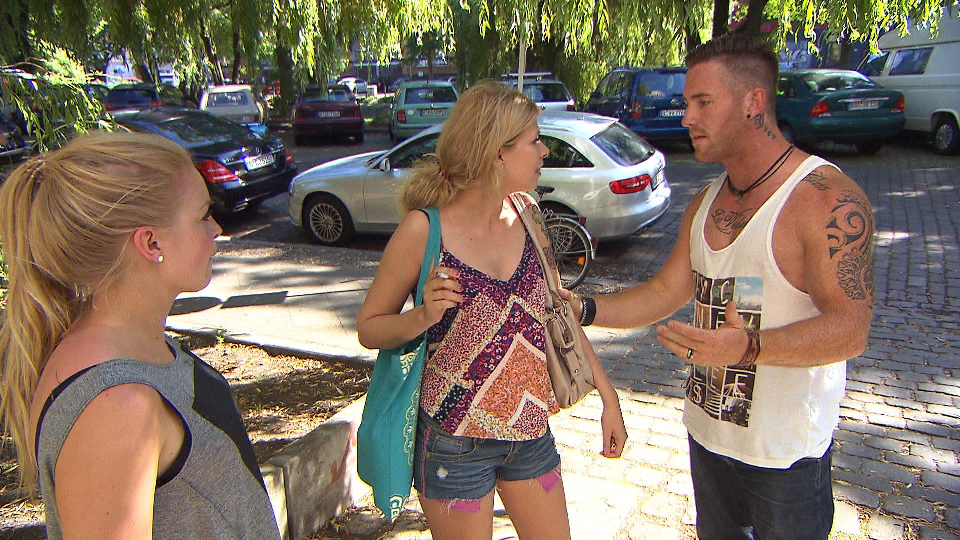 Nina (mi.) ist schockiert, als ihr Exfreund Tim (re.) in Berlin auftaucht und sie in die Heimat zurückholen will. (Bild li. Miri) (Quelle: RTL 2)