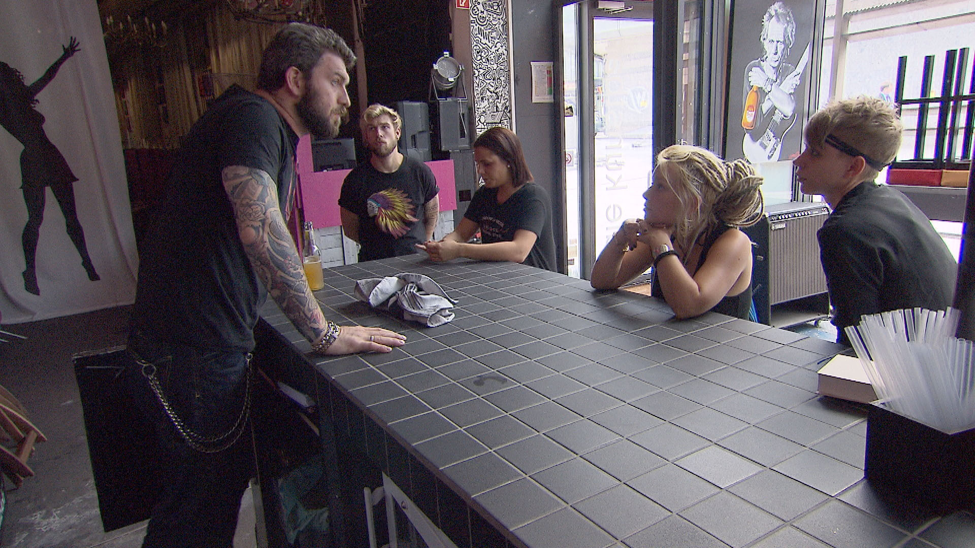 v.l.n.r.: Alex, Chris, Sophia, Nina, Püppi (Quelle: RTL 2)
