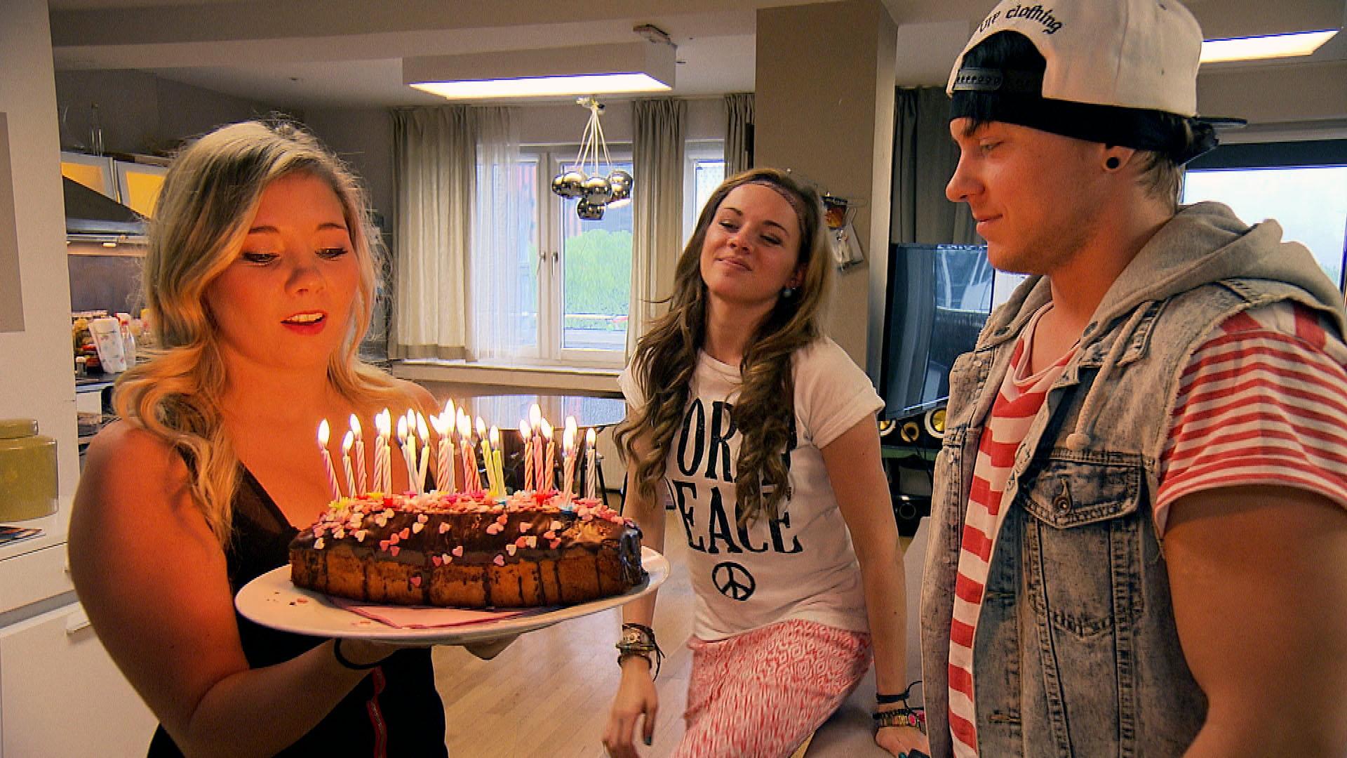 v.l.n.r.: Chantal, Anna, Kevin (Quelle: RTL 2)
