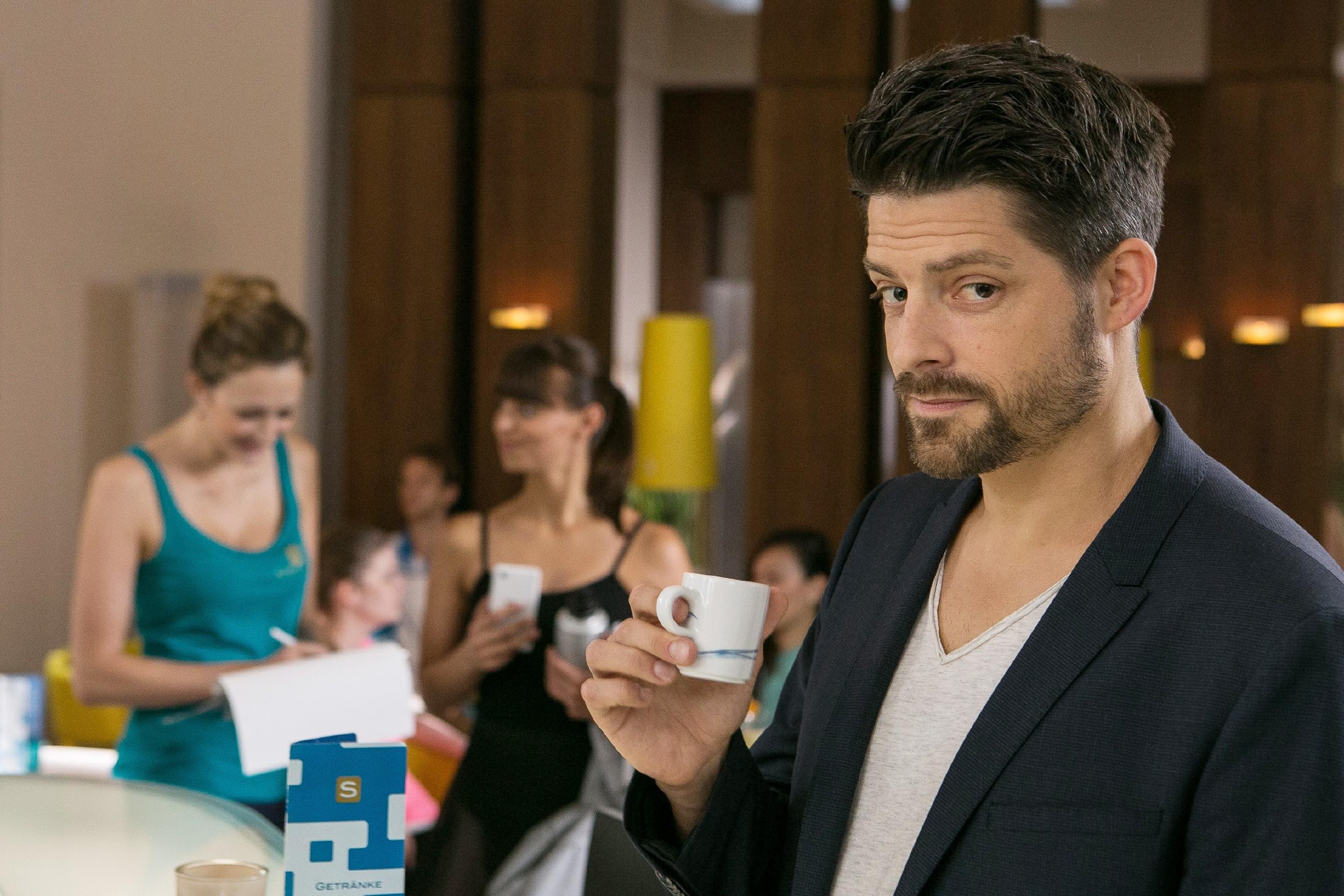 Vincent (Daniel Buder) beobachtet weiterhin mit Interesse Michelle: Wer ist er und was hat er vor? (Quelle:RTL / Willi Weber)