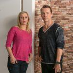 Lena (Juliette Greco) ist im Gefühlschaos und verschweigt Patrick (Jan Andres) überfordert, dass Marian die Scheidung einreicht. (Quelle: RTL / Kai Schulz)