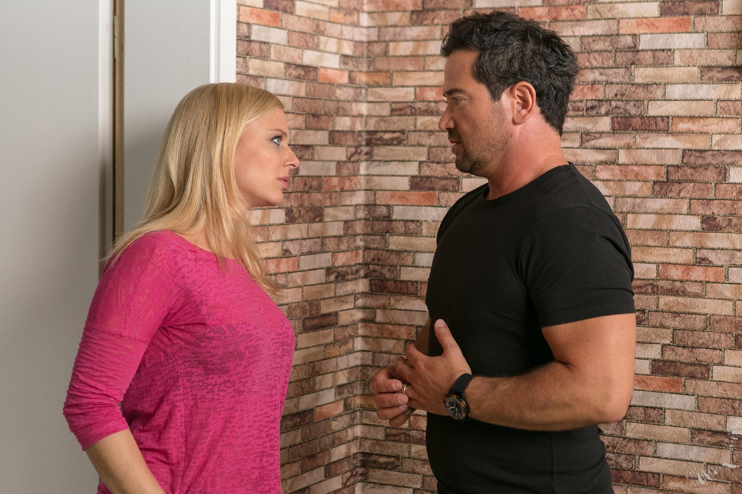 Marian (Sam Eisenstein) hat kapiert, dass er Lena (Juliette Greco) loslassen muss, wenn er sie nicht ganz verlieren will und überrascht sie mit einem weitreichenden Entschluss... (Quelle: RTL / Kai Schulz)