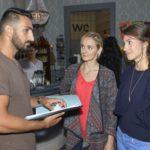 """Mesut (Mustafa Alin) schämt sich in Grund und Boden, als Maja (Anne Catrin Märzke) und Elena (Elena Garcia Gerlach) von dem """"Idiotentest"""" erfahren. (Quelle: RTL / Rolf Baumgartner)"""