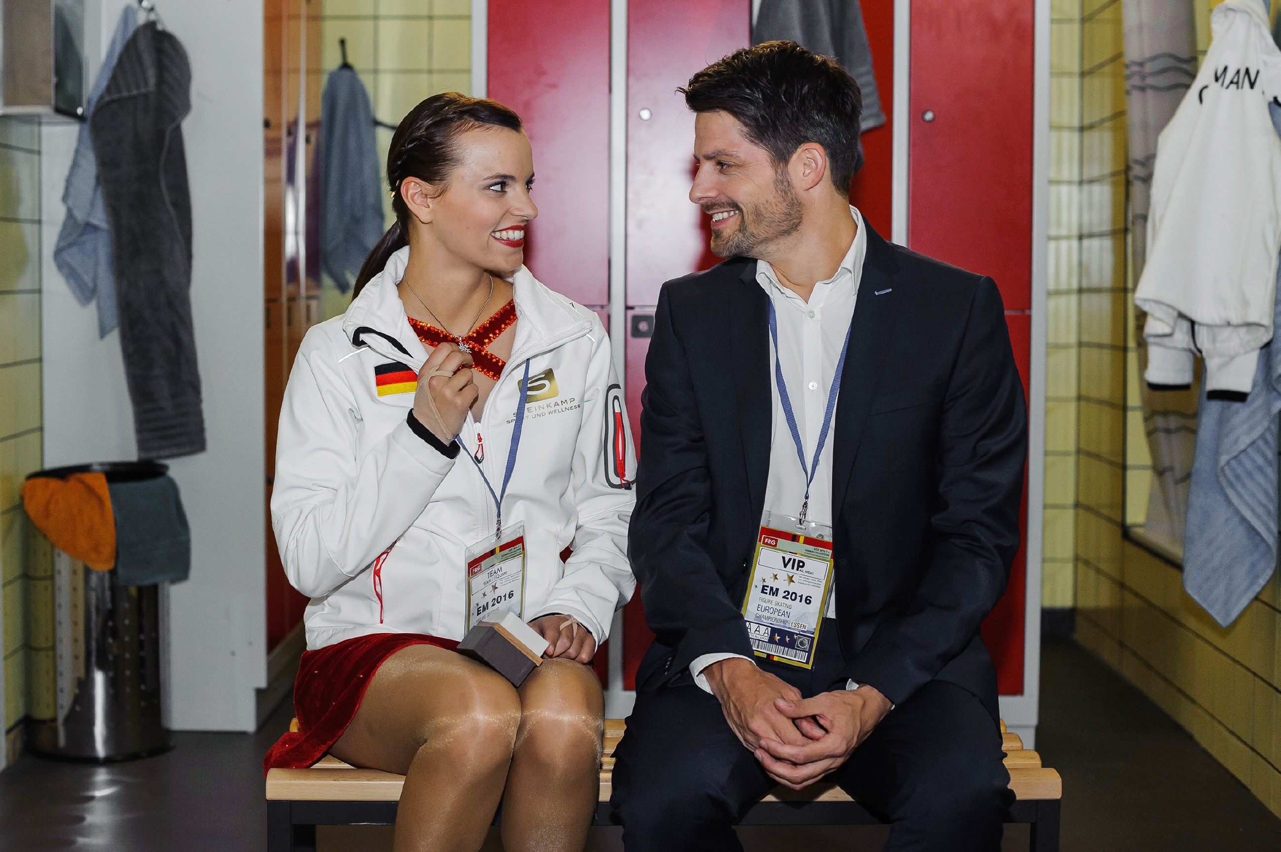 Michelle (Franziska Benz) startet dank Vincents (Daniel Buder) Unterstützung gestärkt in die EM. (Quelle: RTL / Julia Feldhagen)