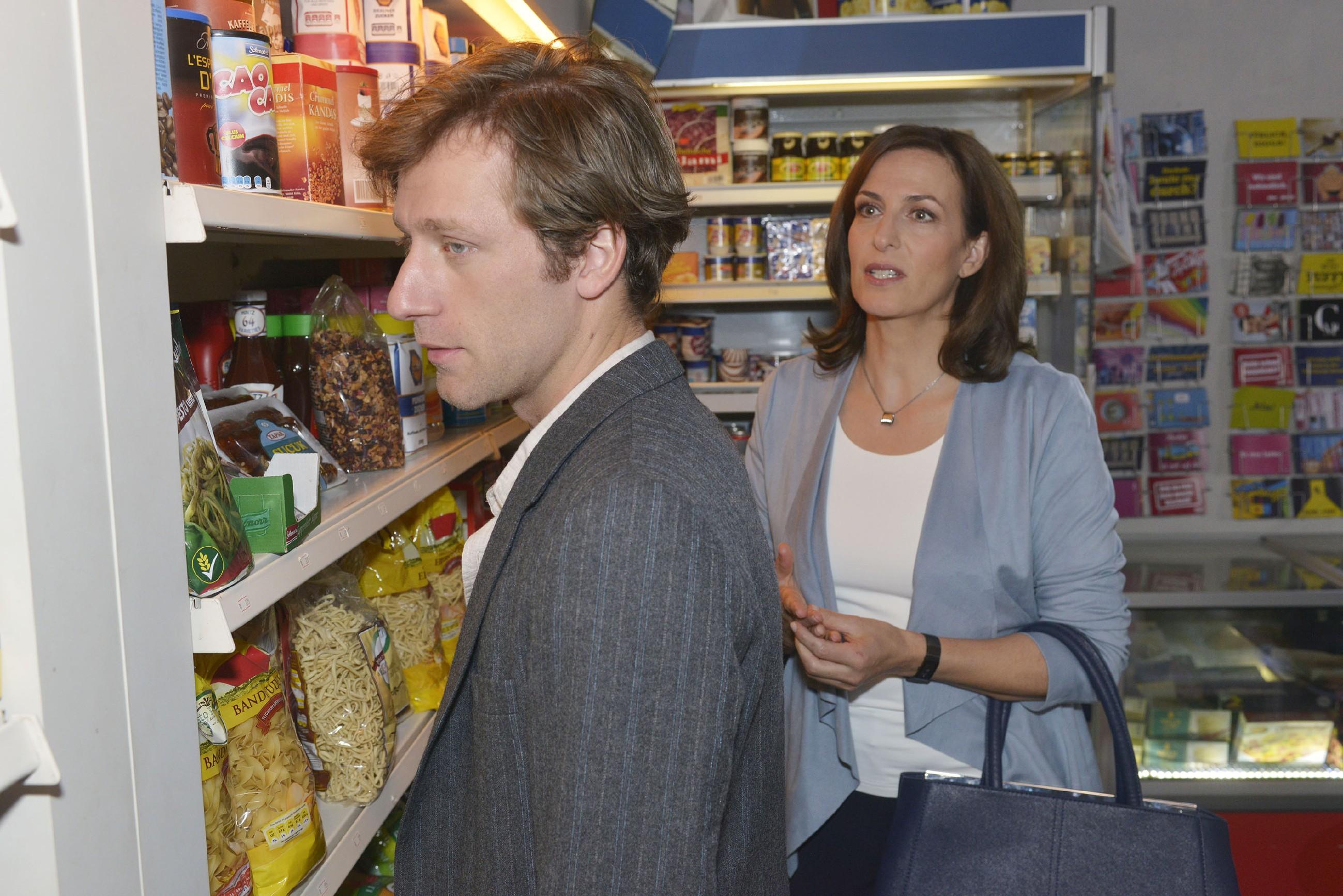 Bommel (Merlin Leonhardt) macht sich keine Hoffnungen, was seine Beziehung zu Katrin (Ulrike Frank) angeht. (Quelle: RTL / Rolf Baumgartner)