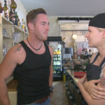 Nina,re. ist von (Leon) genervt, weil er einfach nicht aufhören kann, wegen Tim,li. zu sticheln. (Quelle: RTL 2)