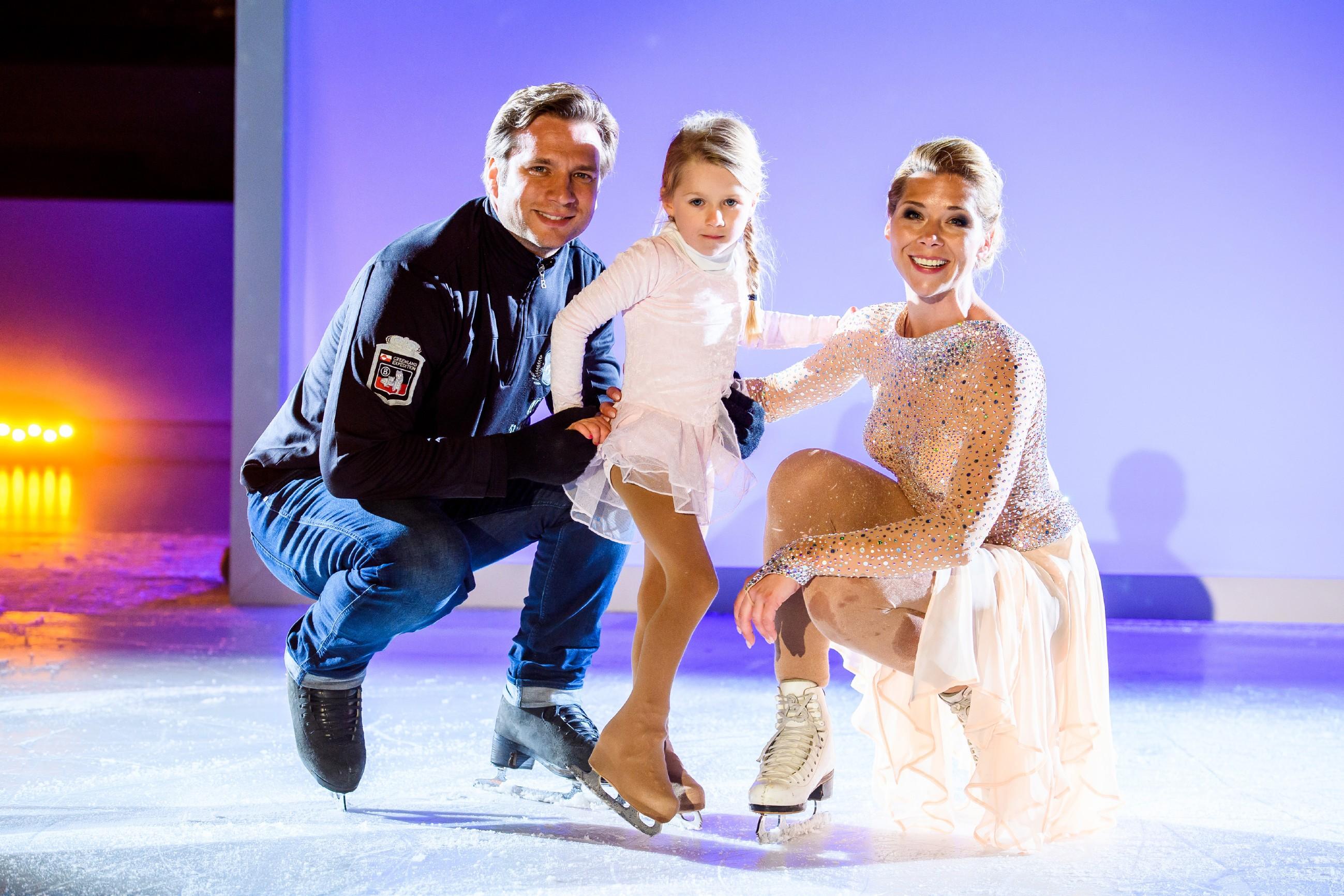 Tanja Szewczenko mit ihrem Mann Norman Jeschke und Tochter Jona.