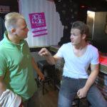 Der Tag beginnt schlecht für Valentin,re. als Jerry,li. ihn bittet, mit ihm in einen Strandclub zu investieren. (Quelle: RTL 2)