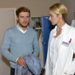 Maja (Anne Catrin Märzke) bemerkt, dass Philips (Jörn Schlönvoigt) Nerven blank liegen. (Quelle: RTL / Rolf Baumgartner)