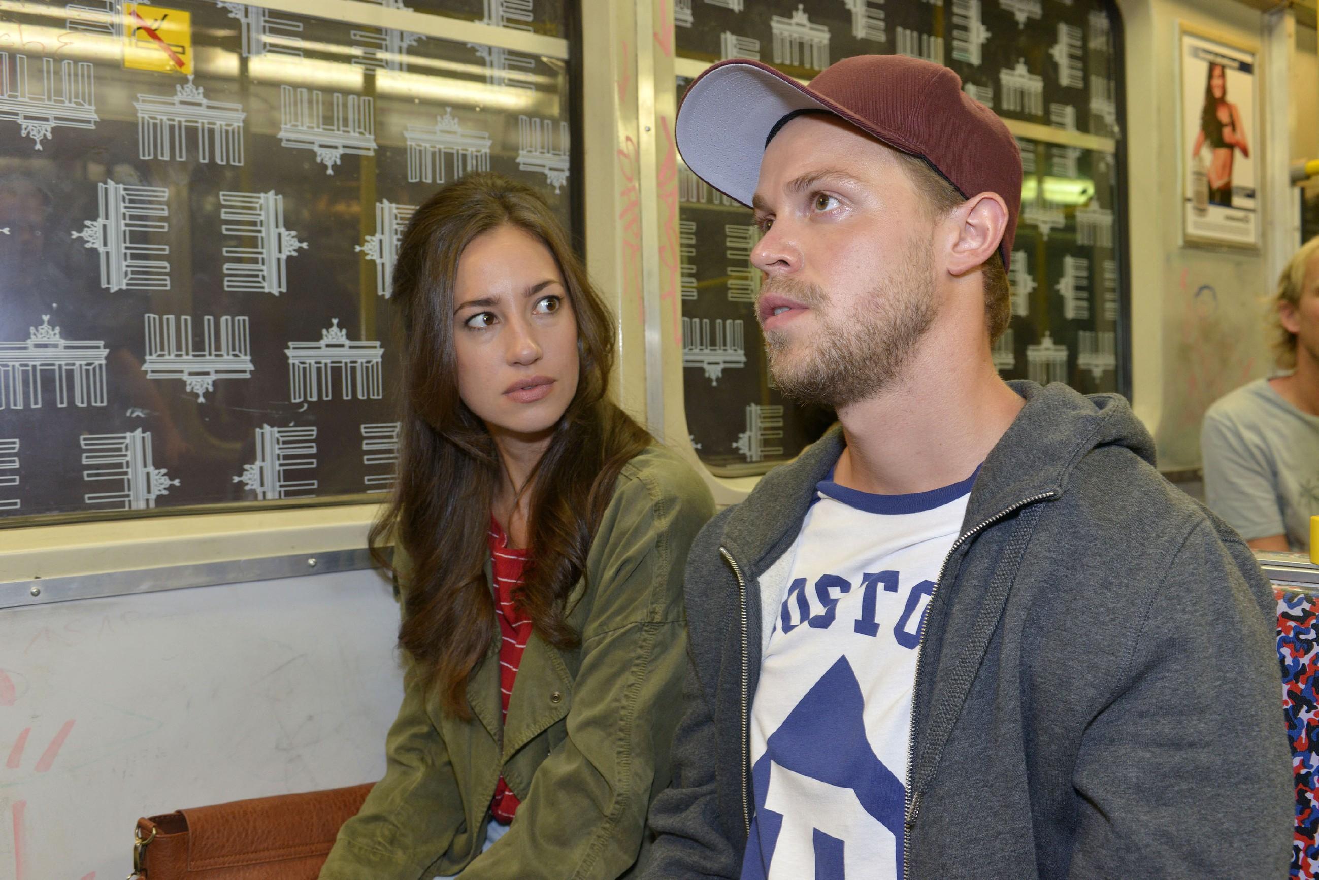 Elena (Elena Garcia Gerlach) versucht vergeblich, auf Kai (Jonas Kim Lauenstein) einzuwirken, damit er Philip in Ruhe lässt und ihn nicht weiter bedroht. (Quelle: RTL / Rolf Baumgartner)