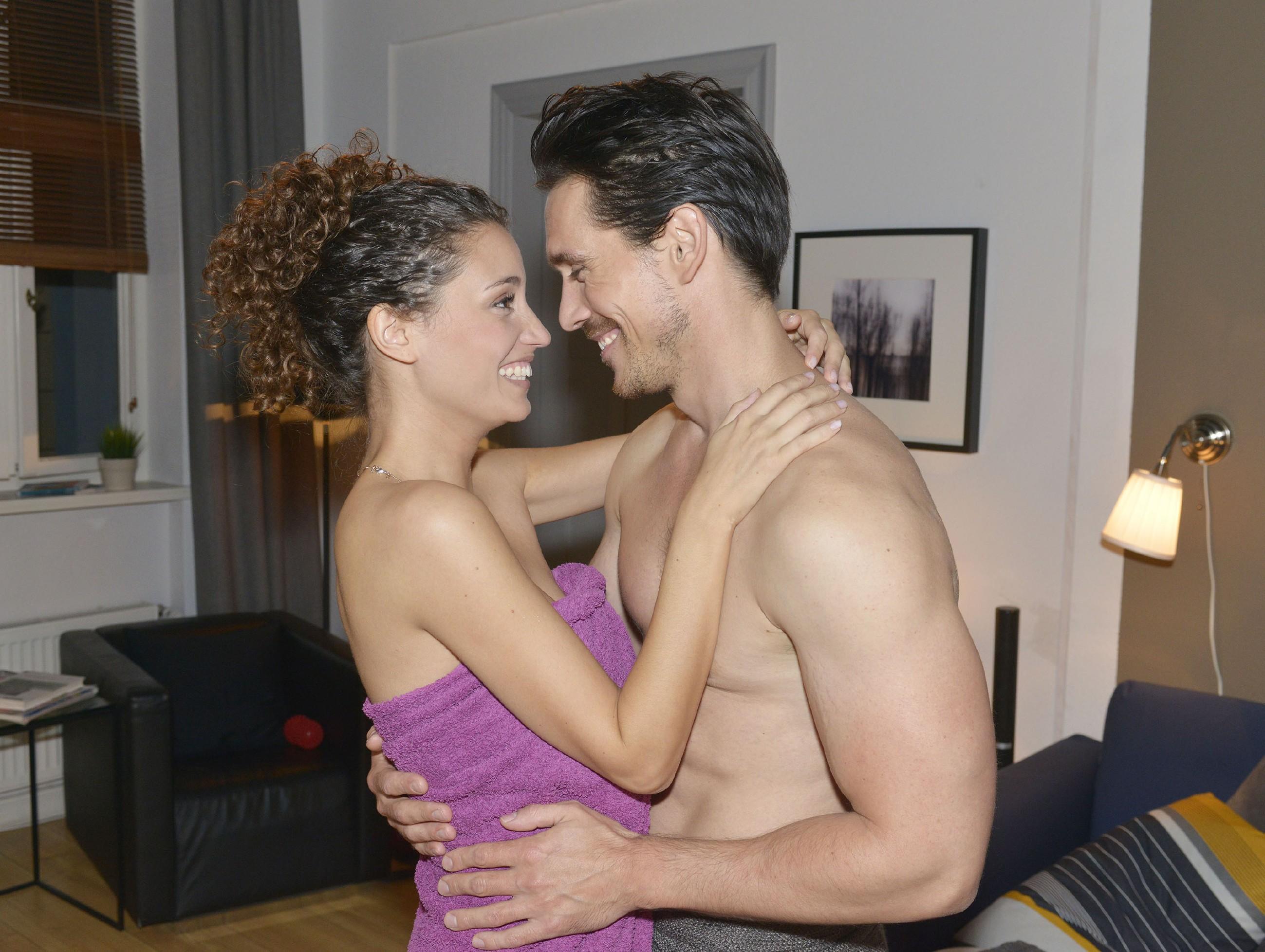 Ayla (Nadine Menz) will zuversichtlich an eine gemeinsame Zukunft mit David (Philipp Christopher) glauben. (Quelle: RTL / Rolf Baumgartner)