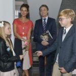 Jasmin (Janina Uhse, 2.v.l.) und Gerner (Wolfgang Bahro, 2.v.r.) sind ganz entzückt, als Johanna ihre erste Verabredung mit einem Jungen namens Malte hat. (Quelle: RTL / Rolf Baumgartner)