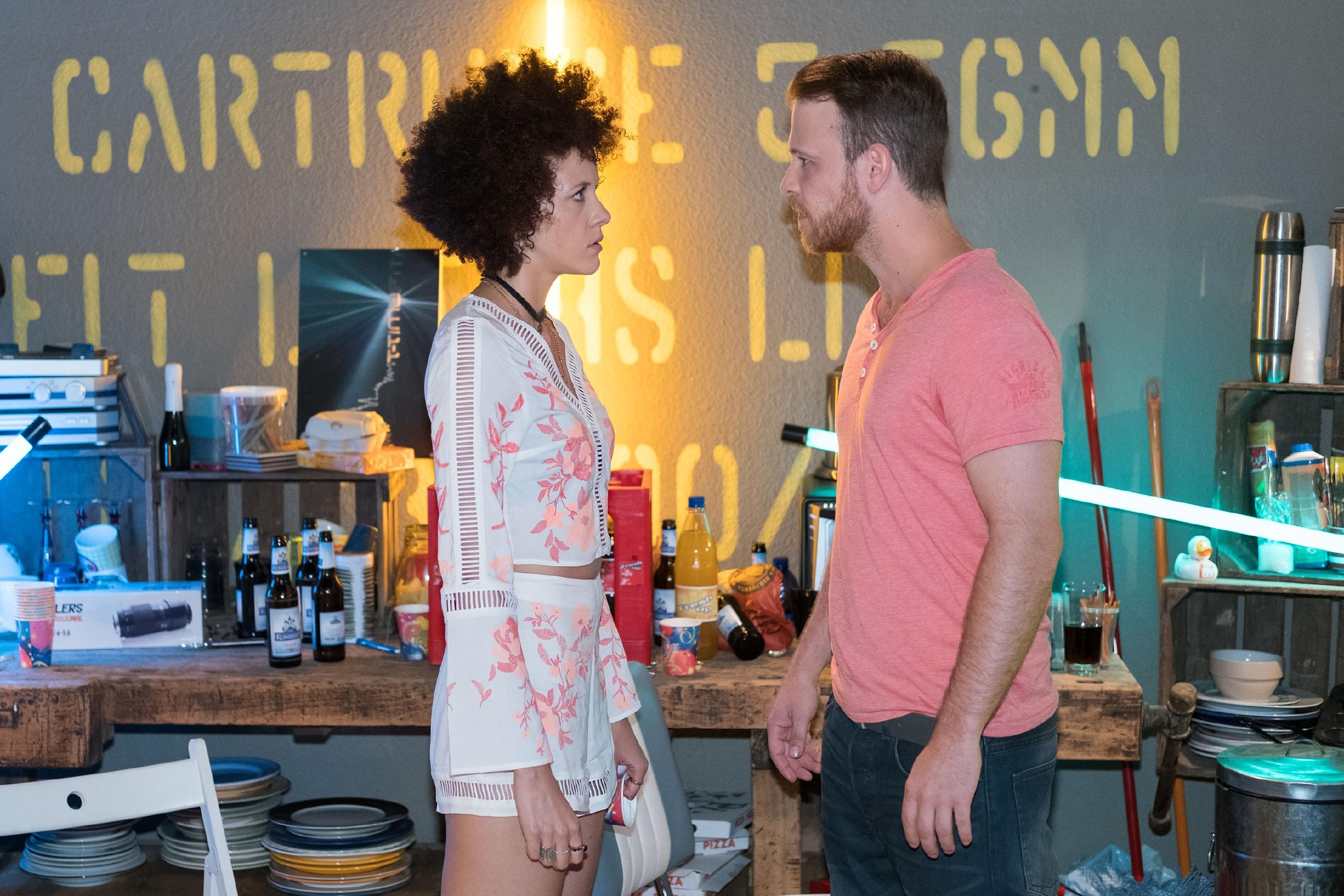 Kommt es zwischen Micki (Joy Lee Abiola-Müller) und Tobias (Patrick Müller) zum endgültigen Bruch? (Quelle: RTL / Stefan Behrens)
