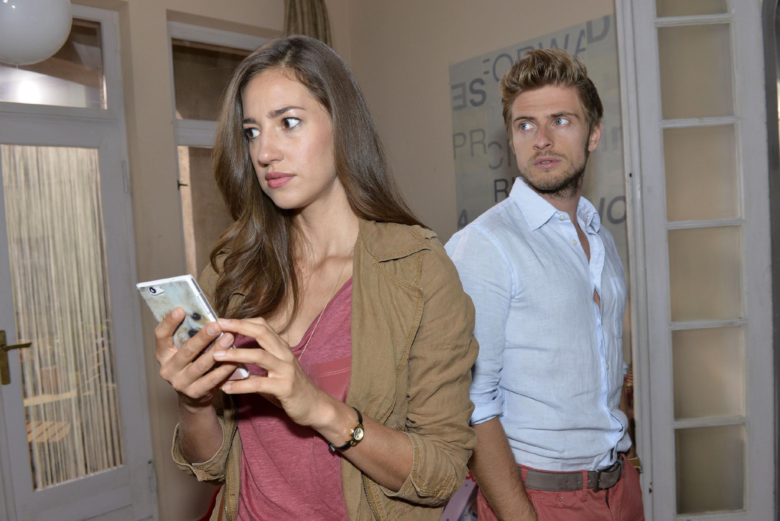 Elena (Elena Garcia Gerlach) fällt es zunehmend schwerer, ihre Intrige gegen Philip (Jörn Schlönvoigt) zu kontrollieren und gerät immer tiefer in den Strudel der Kriminalität. (Quelle: RTL / Rolf Baumgartner)