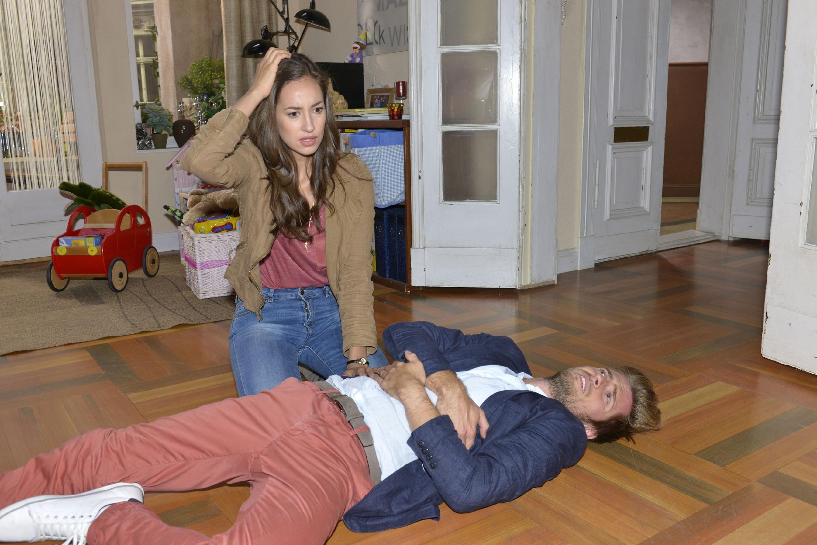 Nach Philips (Jörn Schlönvoigt) schmerzhafter Begegnung mit Kai, der jedoch fliehen konnte, kämpft Elena (Elena Garcia Gerlach) mit ihrem schlechten Gewissen... (Quelle: RTL / Rolf Baumgartner)