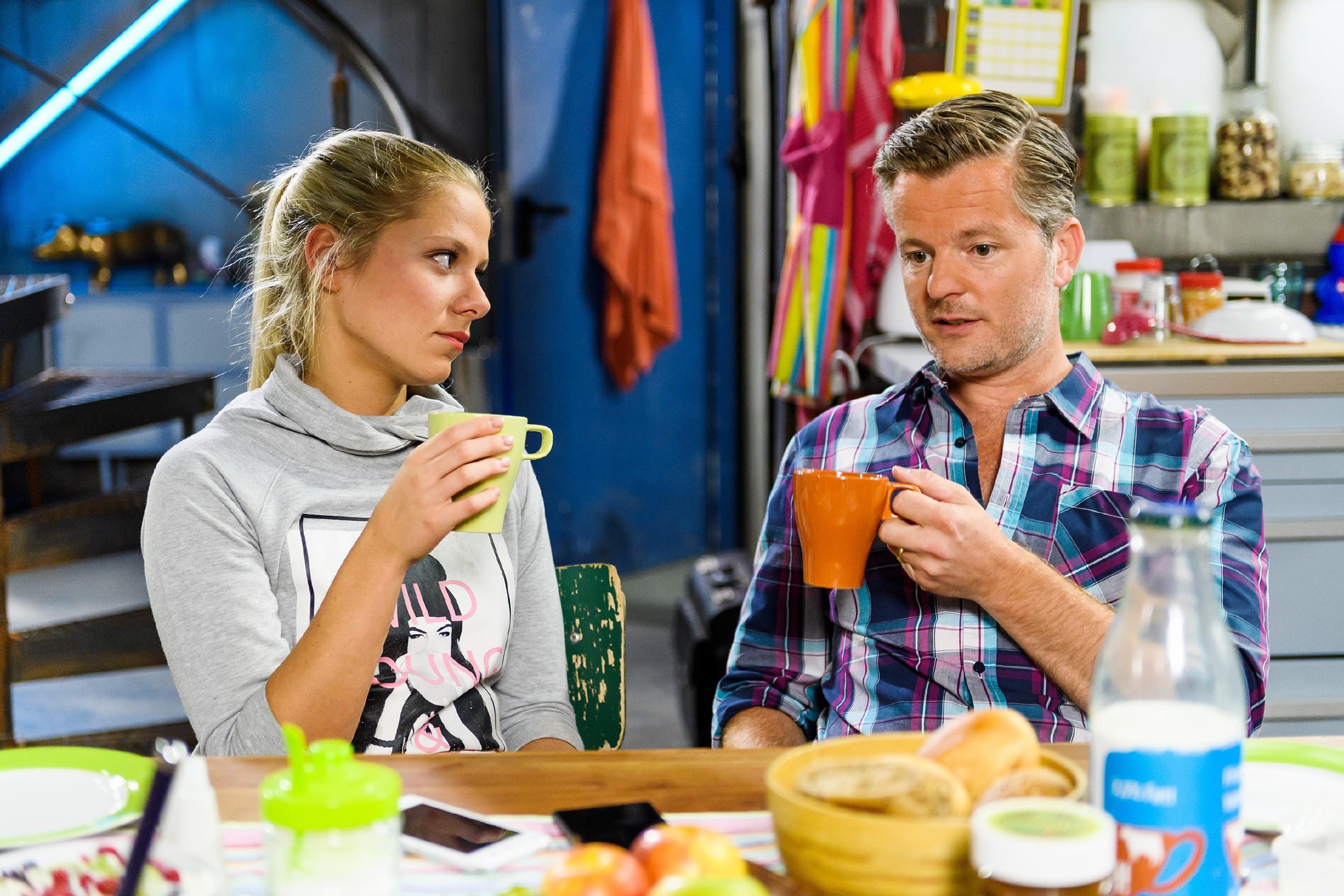 Um Marie (Cheyenne Pahde) zu beschützen, fegt Ingo (André Dietz) Dianas Vorschlag ohne Diskussion vom Tisch. (Quelle: RTL / Willi Weber)
