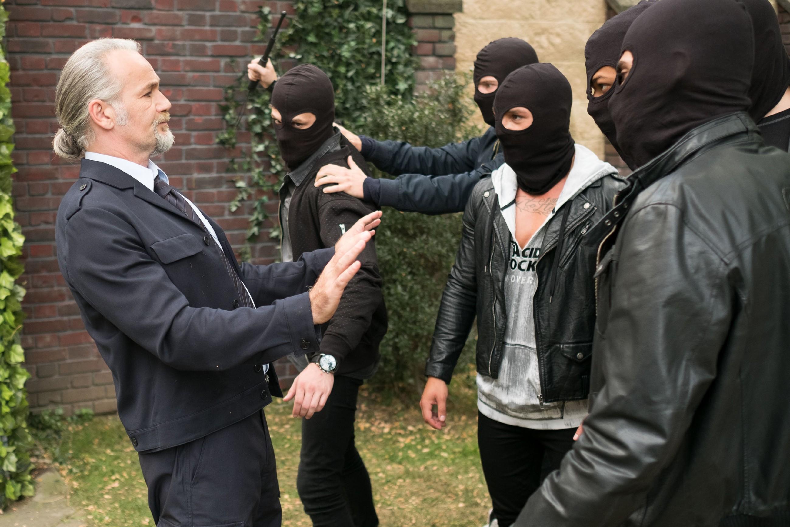 Robert (Luca Maric) läuft zu Valentins Entsetzen in eine Falle der Gang, die eigentlich für Malte gedacht war... (Quelle: RTL / Stefan Behrens)