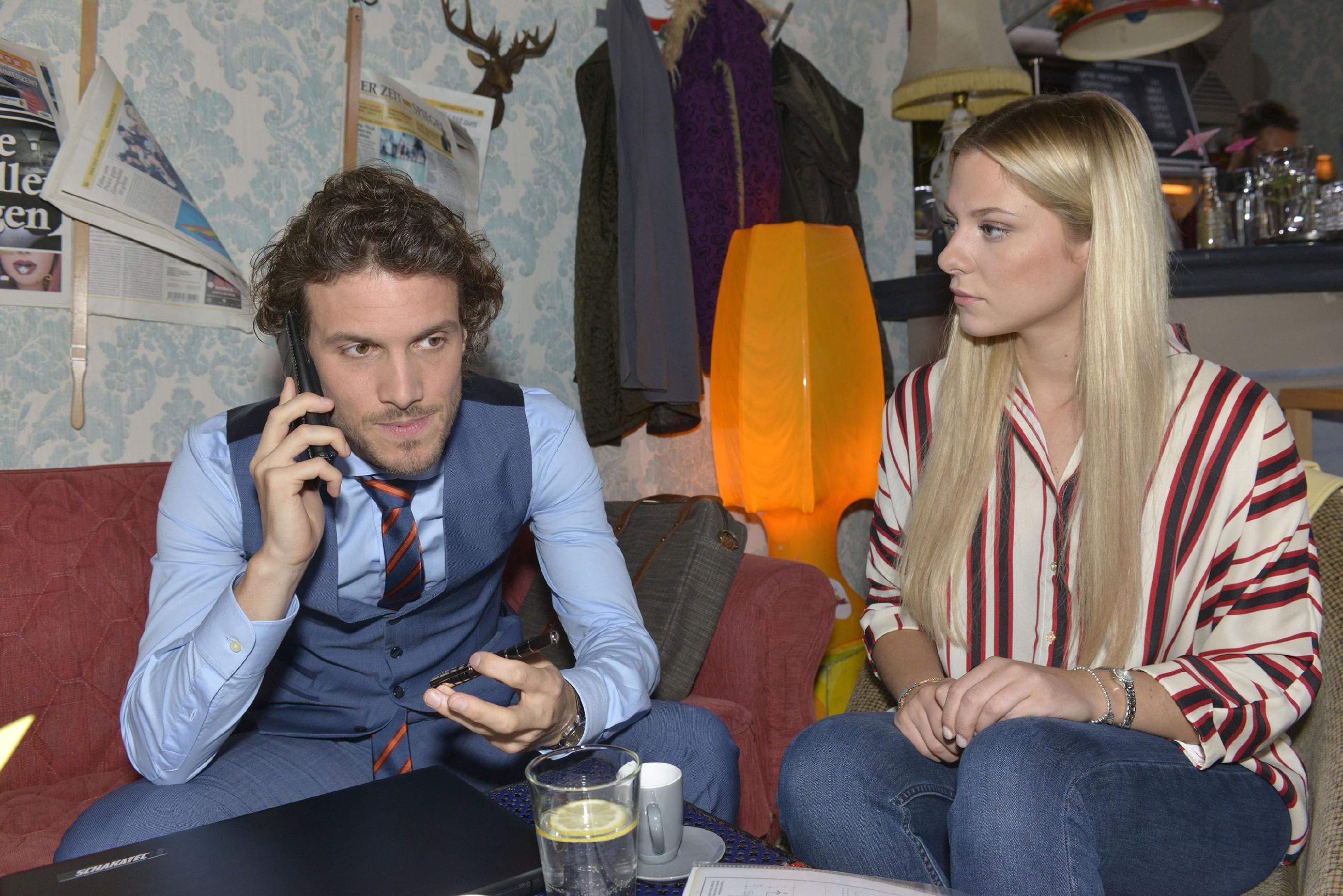 Sunny (Valentina Pahde) ist sich nicht sicher, ob sie Felix (Thaddäus Meilinger) richtig einschätzt. (Quelle: RTL / Rolf Baumgartner)