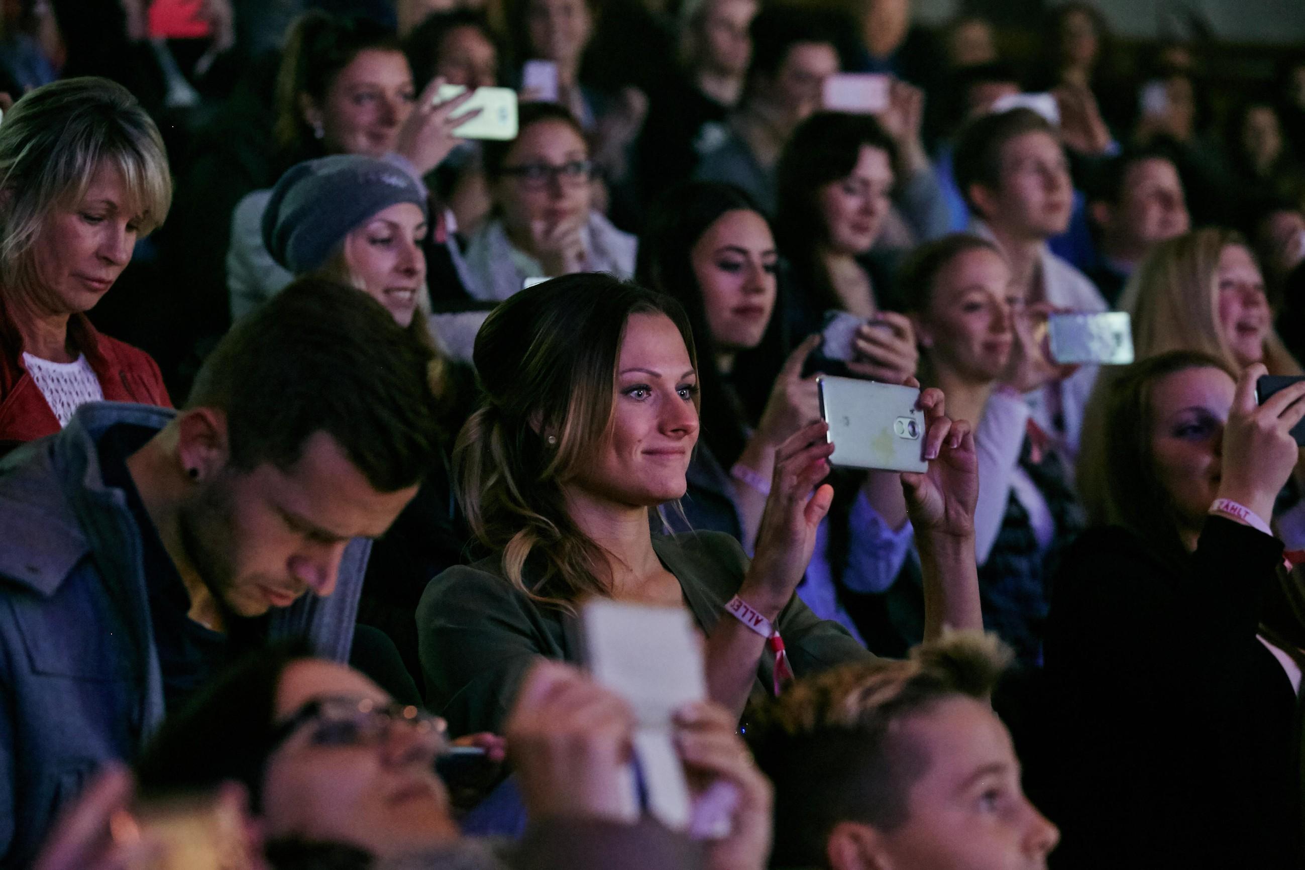 """Anlässlich des 10-jährigen Jubiläums von """"Alles was zählt"""" erleben 100 Fans ihre Stars hautnah."""
