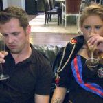 Basti (li.) ist irritiert, als Paula vor der Wohnung von David abgepasst wird. Milla (re.) ist nach ihrem Gespräch mit Leon völlig fertig. (Quelle: RTL 2)